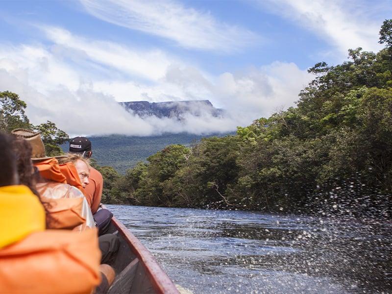 سفر به آبشار آنجل با قایق