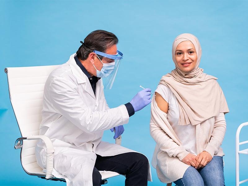 تزریق واکسن به گردشگران در امارات عربی متحده